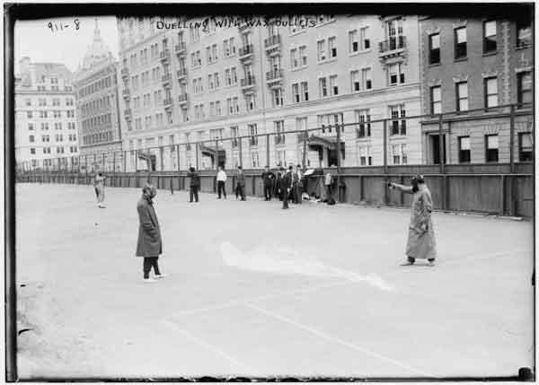 Duelos entre amigos con paintball. Un juego que ya se practicaba en 1909