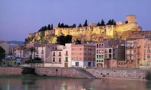 Disfrute de una escapada romántica a Tortosa