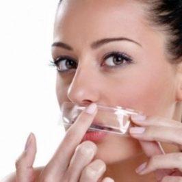 Cómo depilar el rostro con bandas de cera