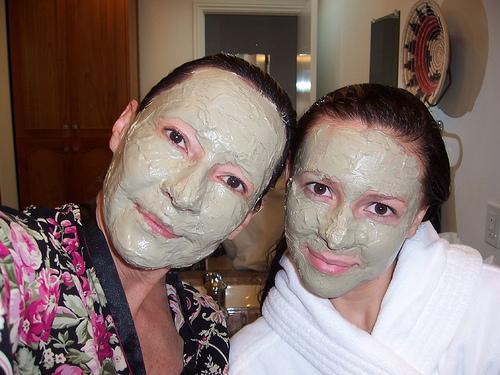 Cinco trucos caseros para cuidar tu piel